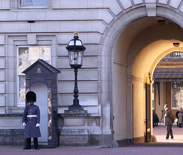 чорная охрана букингемского дворца