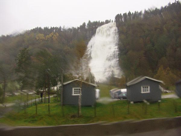 Водопады в Восс