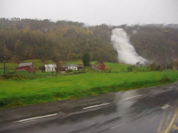 Водопады около Восс