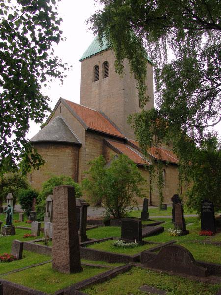 старая церковь Gamle Aker Kirke