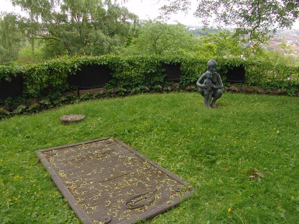 памятник матери и ребенку в Gamle Aker Kirke