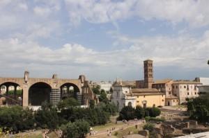 величественные развалины древнеримского форума