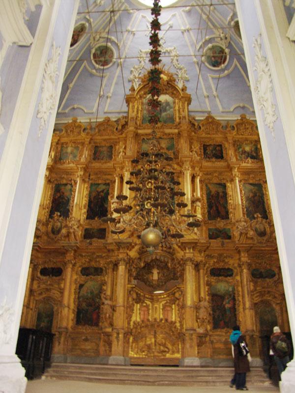 Внутренности полуразрушенного Успенского собора XVIII века в Переславле