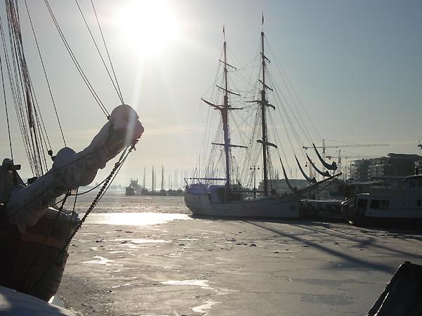 Обледенелые суда в бухте Осло