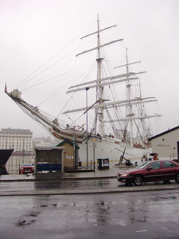 Морские гиганты на пристани Брюгген
