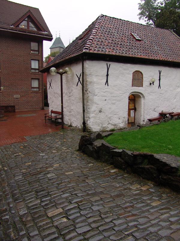 От некоторых старых зданий в Брюггене сохранились лишь каменные фундаменты