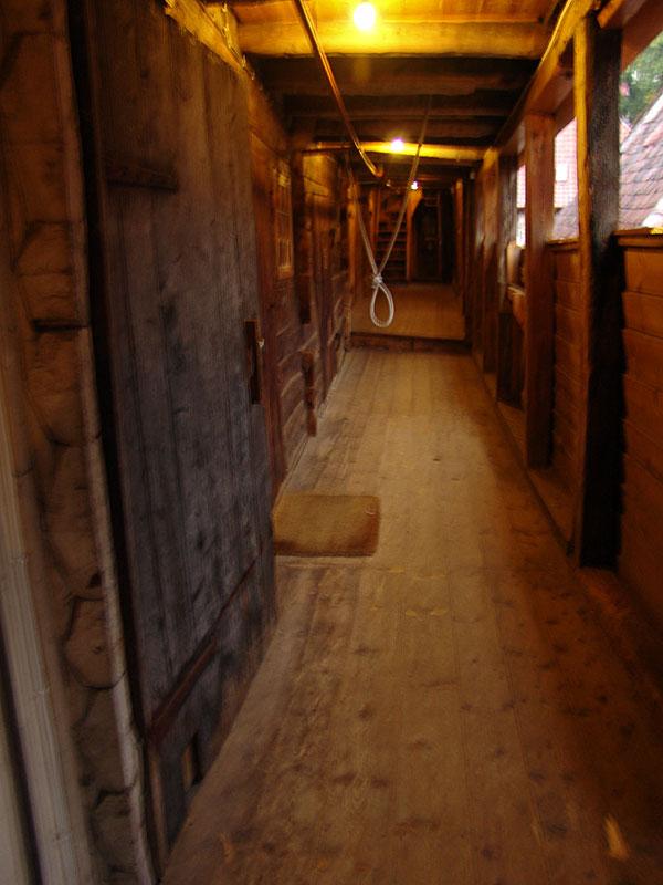 Балюстрада второго этажа в ганзейских домах. Кто там вешался так мы и не поняли