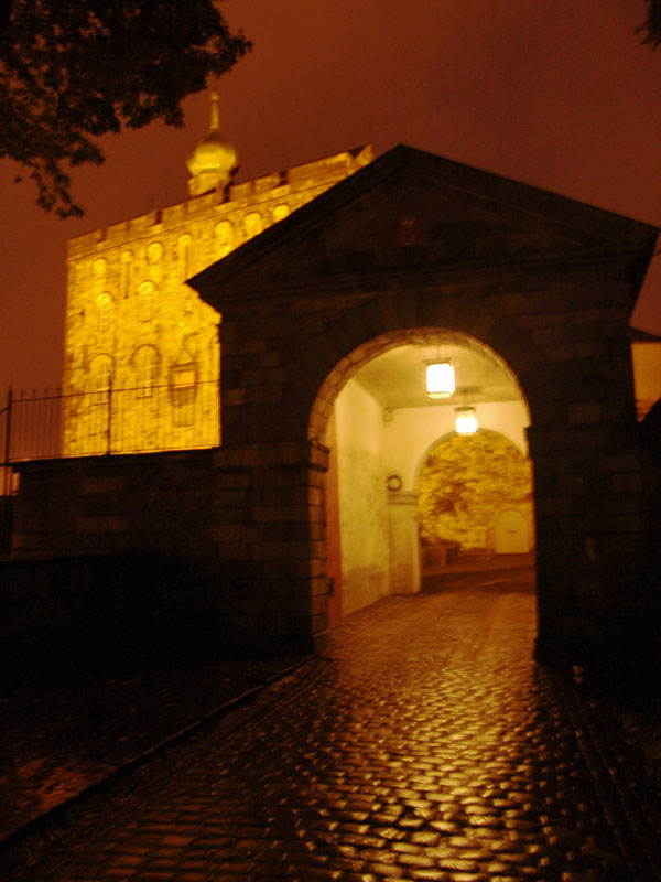 Мрачные ворота Бергенхуса и легендарная башня Розенкранца