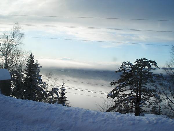 А иногда, напротив, вершина горы находится над туманом