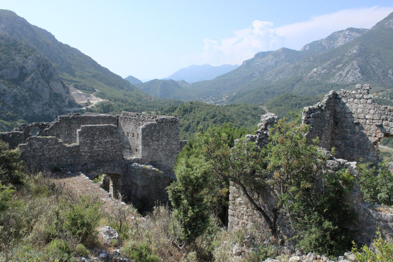Величественные развалины Хай-Нехай