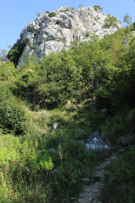 Начало тропы к замку Хай-Нехай